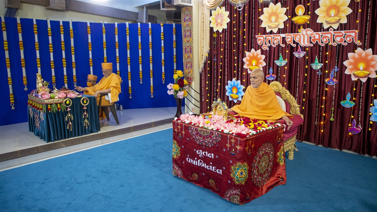 While Swamishri performs his daily puja, Atmaswarup Swami performs the New Year mahapuja