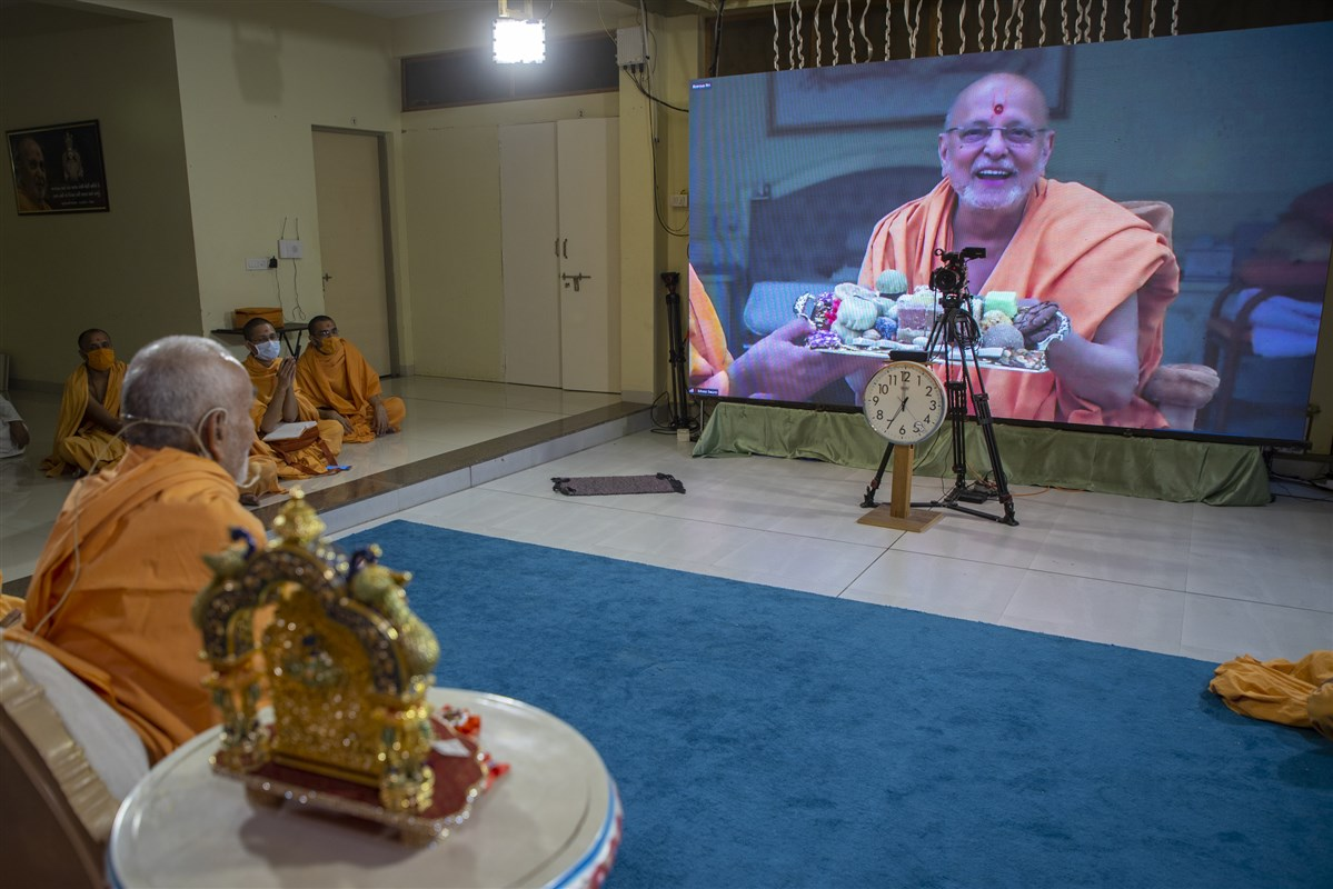 Swamishri in conversation with Pujya Ishwarcharan Swami via video conference