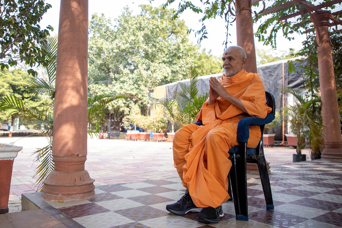 Swamishri greets all with folded hands in the Shantivan grounds