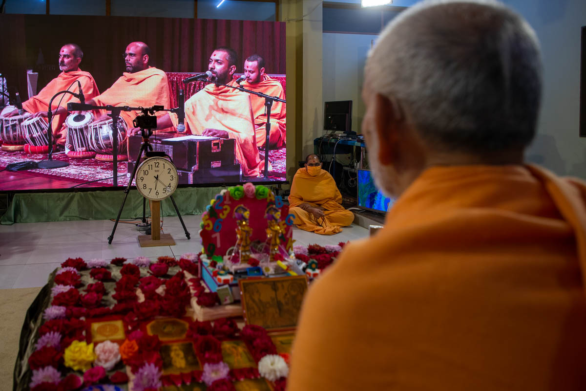 Sadhus sing kirtans via video conference from Robbinsville Mandir