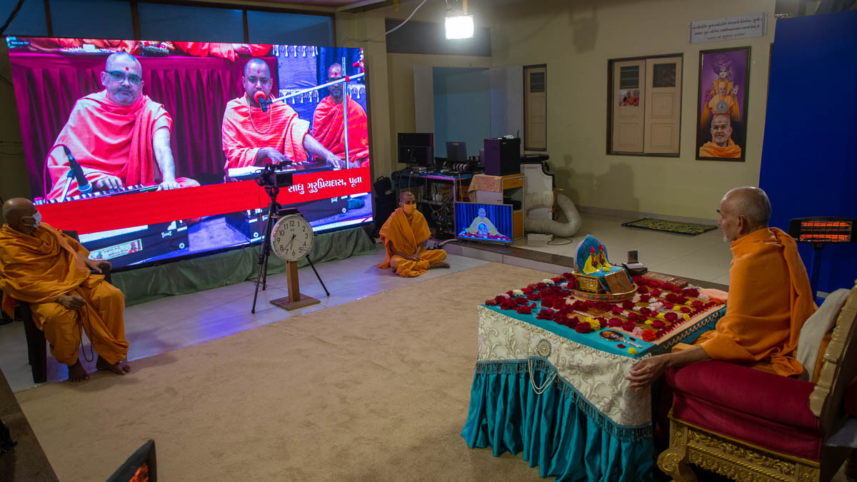 Sadhus sing kirtans via video conference from Pune Mandir