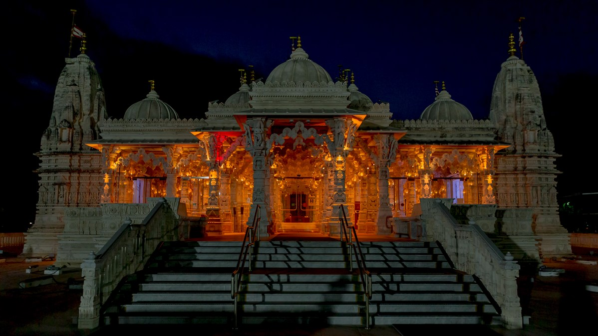 BAPS Shri Swaminarayan Mandir, Houston, TX joined iconic landmarks across the nation to honor the lives lost to COVID-19