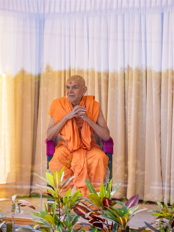 Swamishri during the afternoon assembly