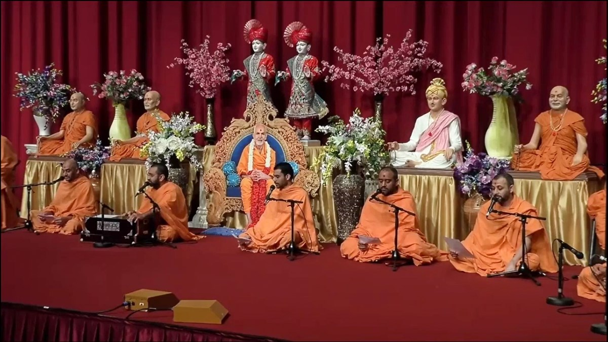 Resident swamis at London Mandir sang the dhun and prarthana to commence the conference