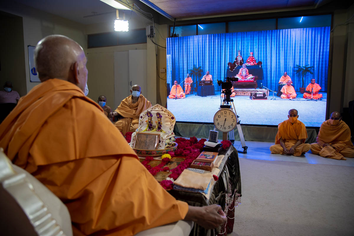 Sadhus sing kirtans via video conference from Ahmedabad Mandir