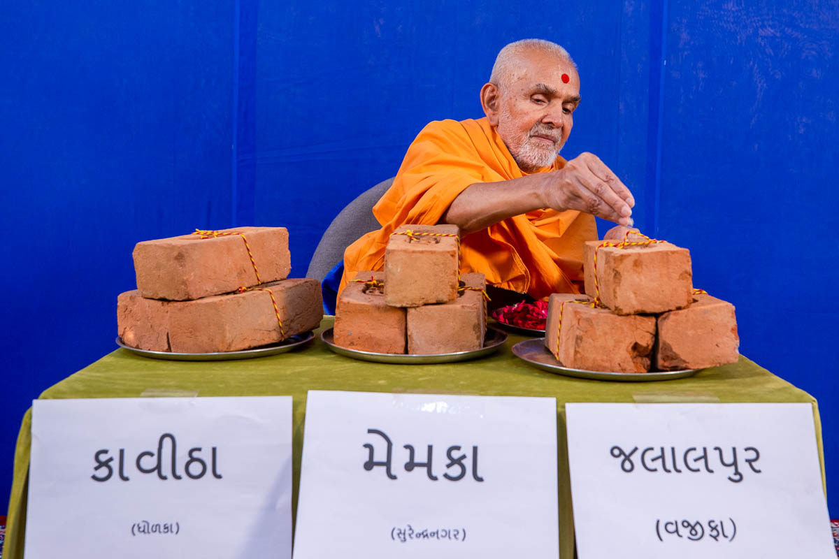 Swamishri sanctifies bricks for the BAPS Shri Swaminarayan Mandirs in Kavitha (Dholka), Memka (Surendranagar) and Jalalpur (Vajifa), India