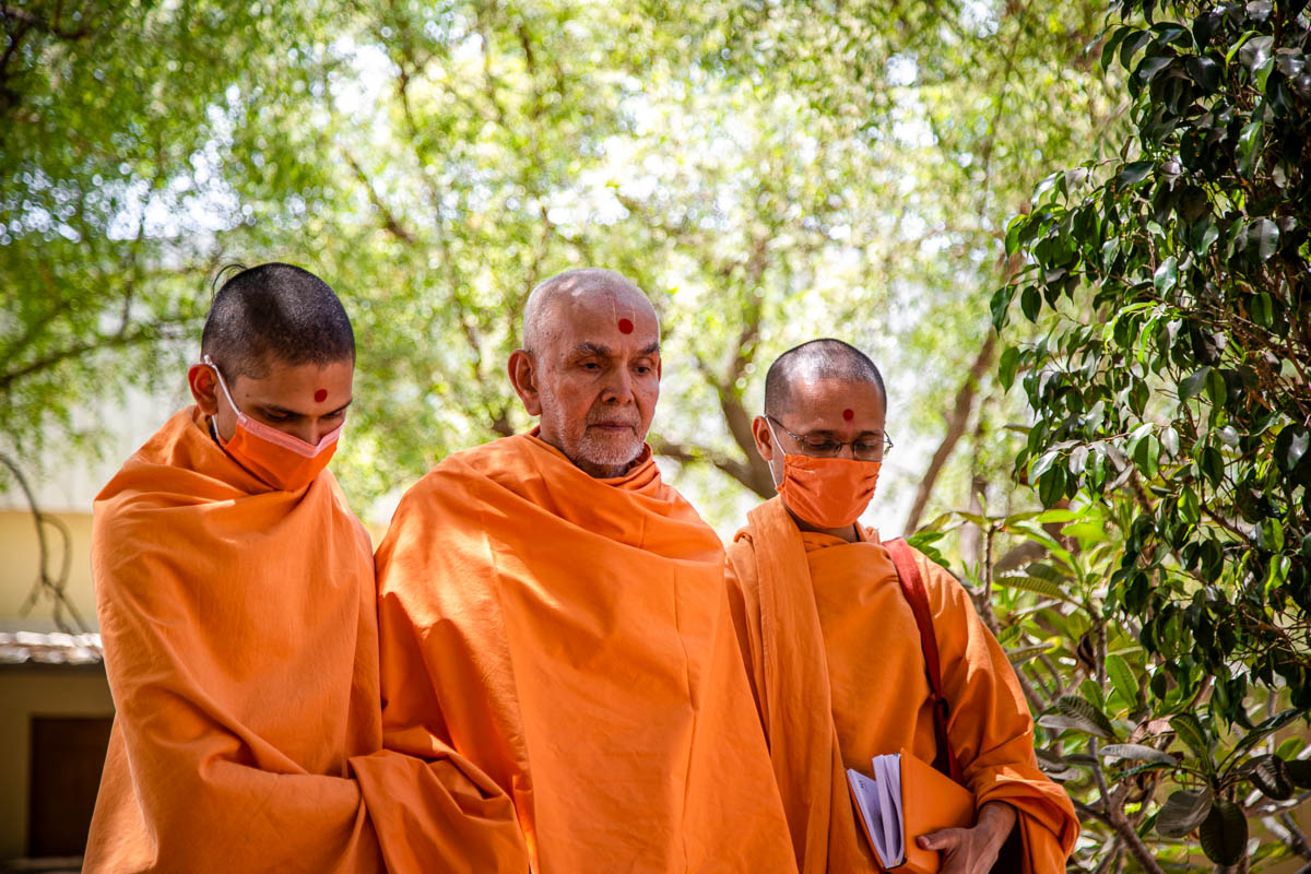 Swamishri after the afternoon assembly