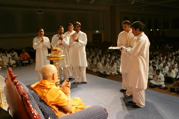 Day 1 - National Kishore-Kishori Summer Shibir  - Kishores perform the arti of Thakorji as part of the opening ceremony
