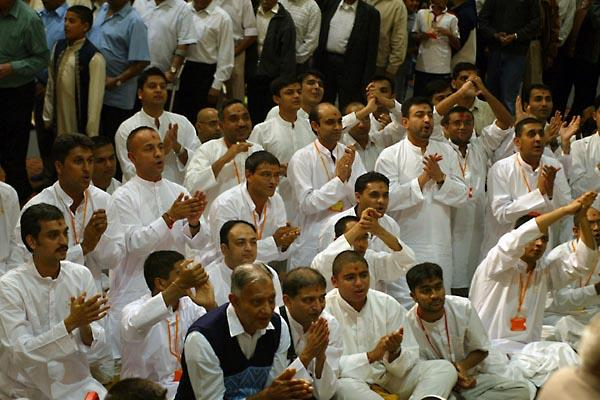 Day 2 - National Family Shibir 2004  - Yuvaks singing kirtans with great enthusiasm