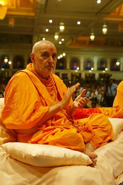 Janmasthami and London Mandir Patotsav Ceremony  - Swamishri immersed in devotion