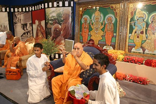 Janmasthami and London Mandir Patotsav Ceremony  - Swamishri opens the newly-released Suvarna Smruti DVD