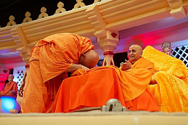 Lunar Eclipse  -  Ghanshyamcharan Swami takes Swamishri's blessings at the end of a