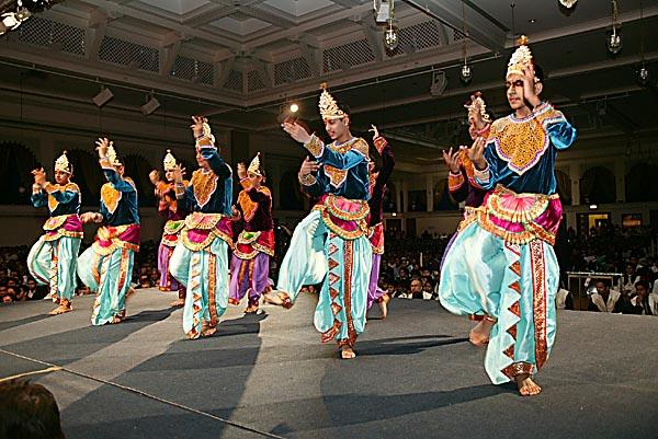Balaks perform the Guru Bhakti Dance