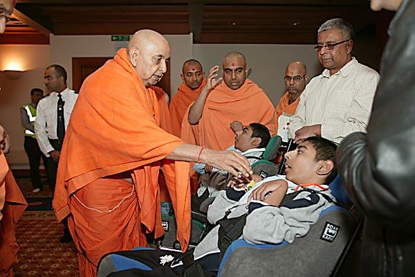 Swamishri meets a wide range of devotees and well-wishers