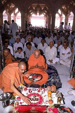 Performing Vedic rituals as part of Patotsav ceremony