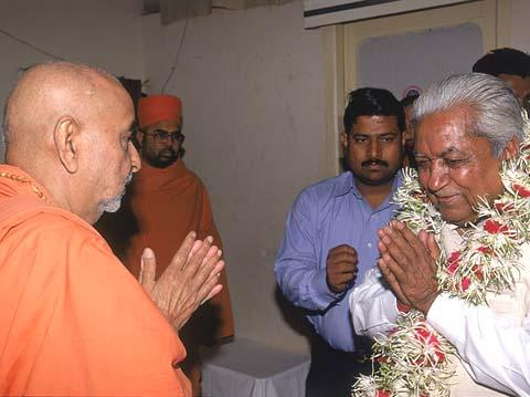 New Year's blessings to Shri Keshubhai Patel, Chief Minister of Gujarat