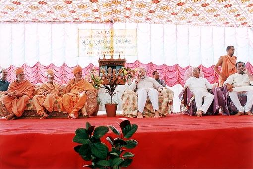 The Chief Minister and guests on stage