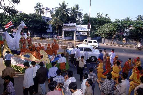 Murtis of Akshar and Purushottam being enthusiastically paraded in a float through the streets of Chennai