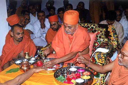 Rituals of bathing Lord Harikrishna Maharaj with water and panchamrut, prior to the Murti pratishtha ceremony