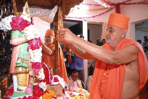 Murti pratishtha ceremony, invoking the Lord in the murtis of Lord Swaminarayan and Gunatitanand Swami