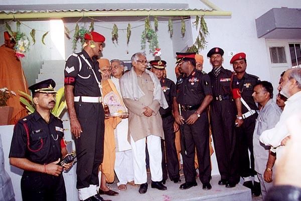 Shri George Fernandes visits one of the newly built homes