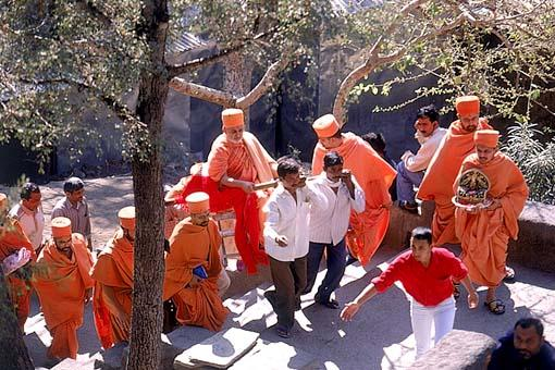 Swamishri approaching the famous Ajanta caves