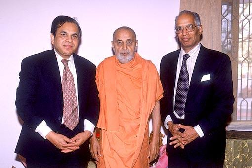 With the world renowned heart surgeon, Dr. Subramaniyam (right), who performed Swamishri's bypass surgery in 1998 and Dr Atul Choksi, the principal founder of 'Krishna Heart Institute' in Ahmedabad
