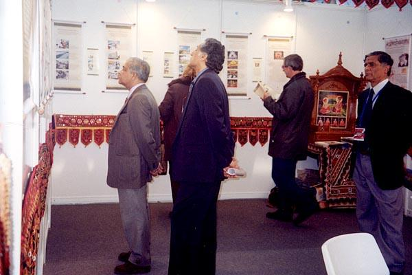 Shri Vasudevanan visits the BAPS display