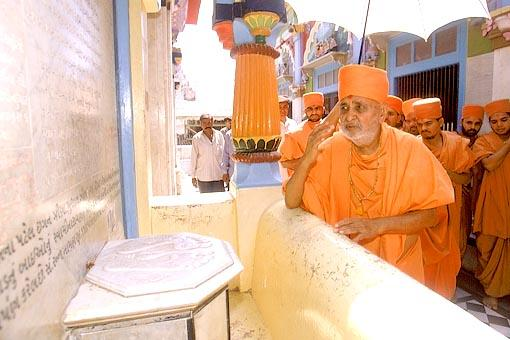 Touching the symbolic footprints of Lord Swaminarayan while circumambulating the mandir