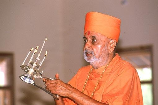 Performing the arti after the murti pratishtha ceremony
