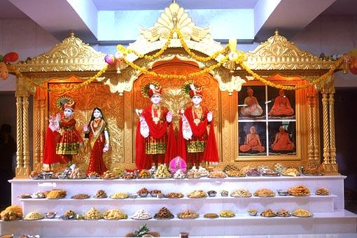 Annakut placed before the newly consecrated murtis