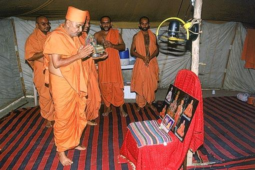 Darshan of Thakorji in a tent at the Akshardham site