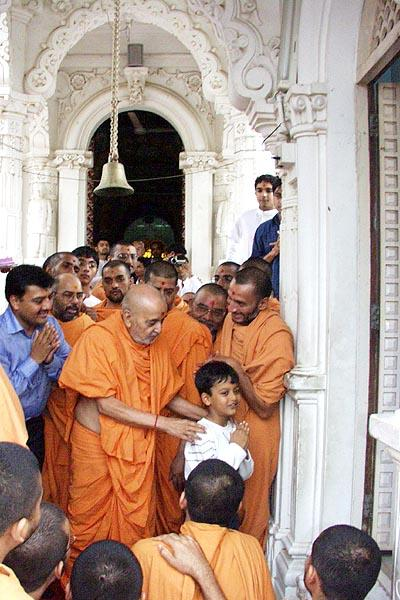 Swamishri in a happy, divine mood