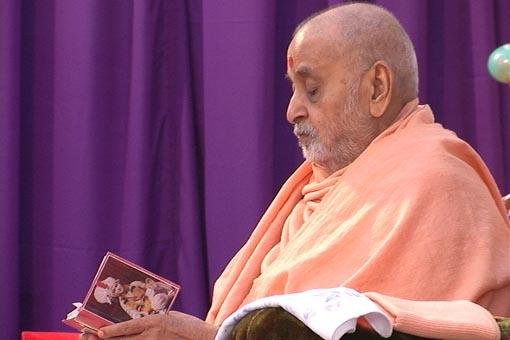 Reading the Shikshapatri in his puja