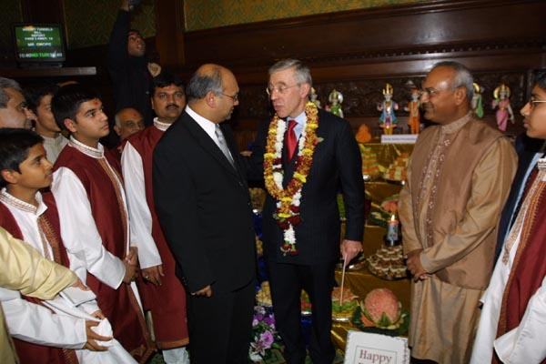 The Foreign Secretary Jack Straw at the Annakut offerings