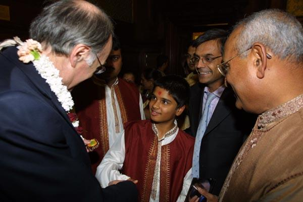 Michael Howard, former Home Secretary, talking to a BAPS child volunteer who sang the Shanti Paath