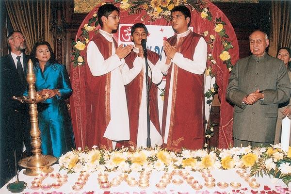 BAPS boys sing Shanti Paath and thal