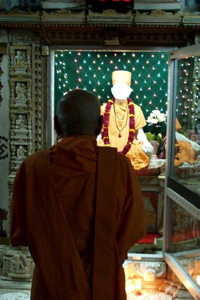 Darshan of Shastriji Maharaj in Akshar Deri