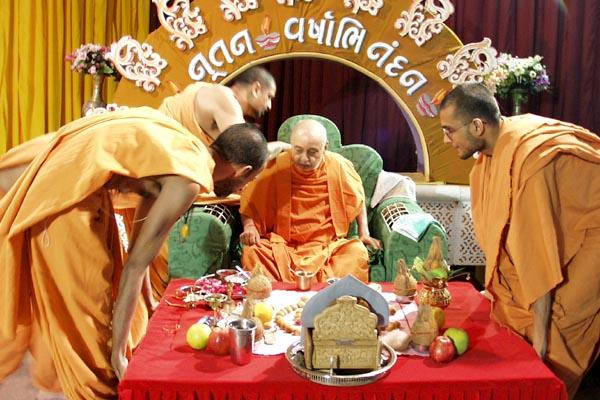 Swamishri before the mahapuja rituals