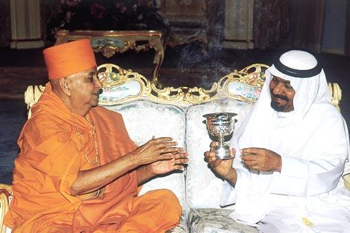 The Sheikh welcomes Swamishri with a special incense