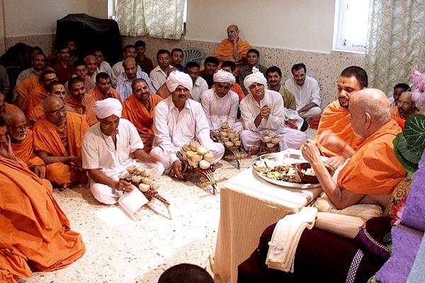 Swamishri takes prasad from various mandirs during lunch
