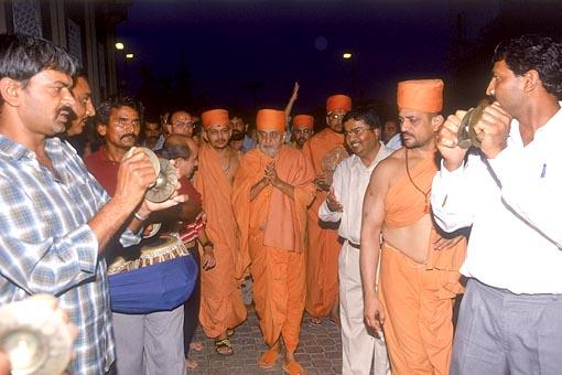 Swamishri is traditionally welcomed in Muscat