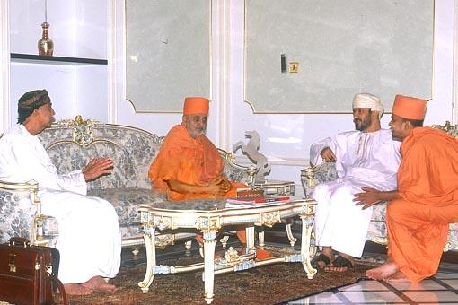 Swamishri with Shri Kanakshi Khimji (center) and Shri Kiran Ashar