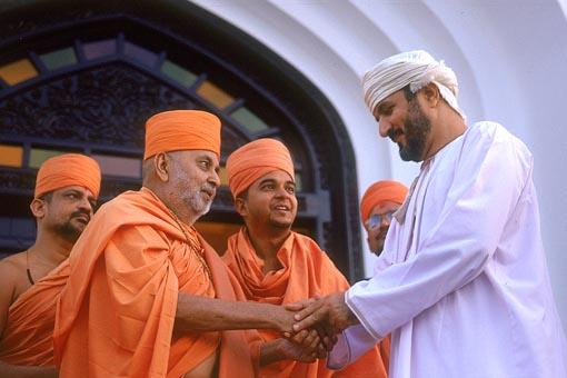 Swamishri blesses the Mr. Saiyad Saif, Minister of Court of Oman