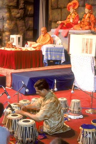 An artist performs Tabla Tarang in Swamishri's puja