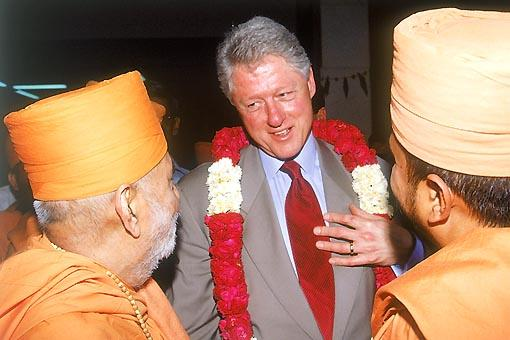 Mr Clinton appreciates the hospitality offered to him by Pramukh Swami Maharaj