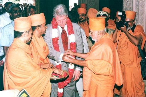 Pramukh Swami Maharaj ties the sacred thread(nada chhadi)