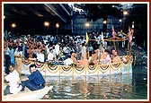 Pramukh Swami Maharaj and Chief Minister of Gujarat Offer Vedic Prayers to the Waters of Narmada