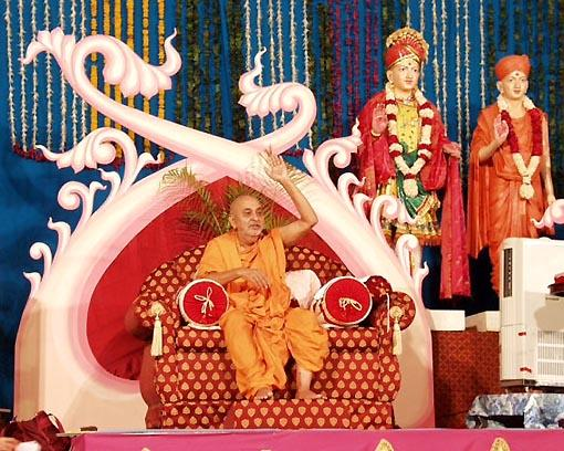 "Swamishri blesses the assembly, ""Yogiji Maharaj's life was full of sweetness.."""