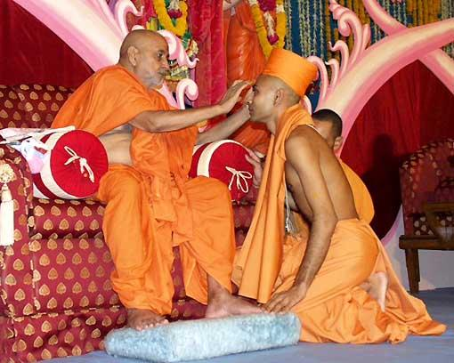 With the divine blessings of Swamishri, 4 parshads took initiation as sadhus